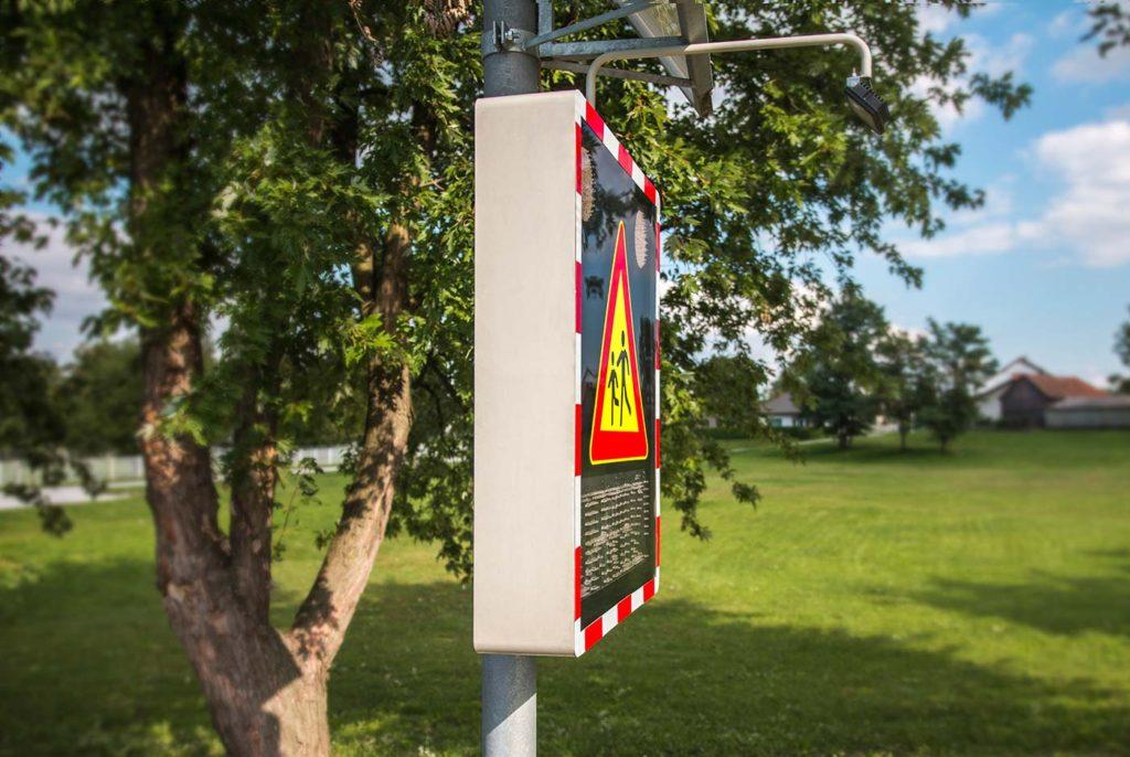 Kućište za svjetleći LED prometni znak
